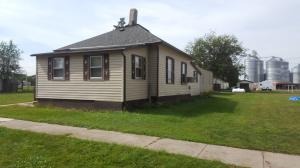 307 Grant Ave, Wagner, SD 57380