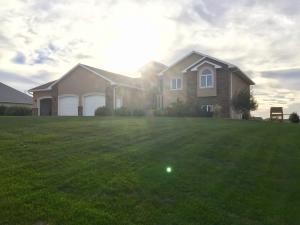 41277 Rock Creek Ct., Mitchell, SD 57301