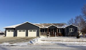 400 Oakmond Ave, Mitchell, SD 57301