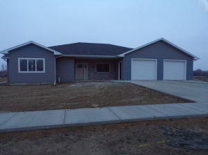 1100 Carl Rd, Mitchell, SD 57301