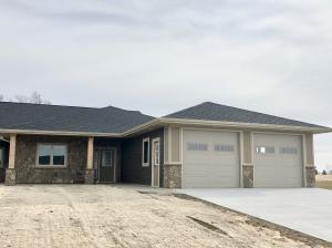 2018 Quiett Ln, Mitchell, SD 57301