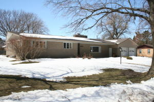1315 S Minnesota St, Mitchell, SD 57301