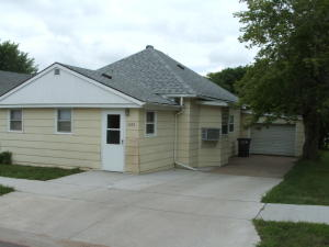 1208 S Rowley St, Mitchell, SD 57301