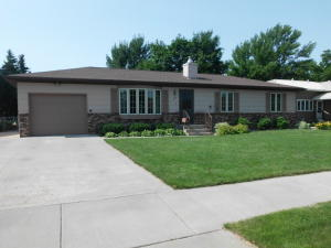 713 E 15th Ave, Mitchell, SD 57301