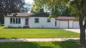 610 E Ash St, Parkston, SD 57366
