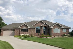 1208 Jo Gene Ct, Mitchell, SD 57301