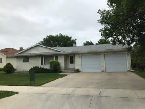 1523 Pebble Beach Rd, Mitchell, SD 57301