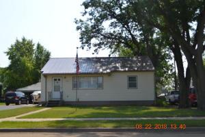 109 N Park St, Wagner, SD 57380