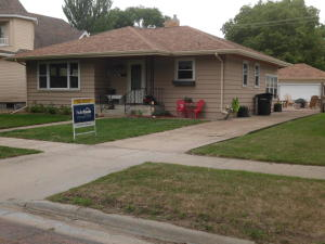 1028 E 4th Ave, Mitchell, SD 57301