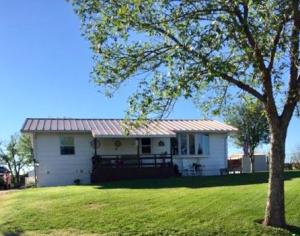 407 N Main Ave Oacoma SD...3+ Bed/ 2 Bath move-in ready home
