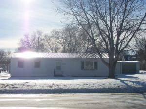 305 E Farmer Ave, Howard, SD 57349
