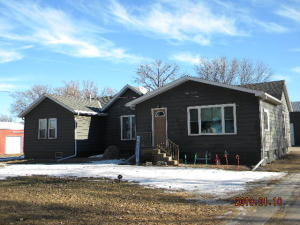 620 N 1st St, Emery, SD 57322