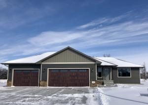 2812 Cottonwood Cir, Mitchell, SD 57301