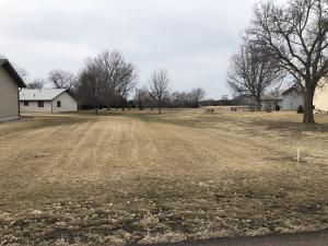 418 Park Ave, Pickstown, SD 57367