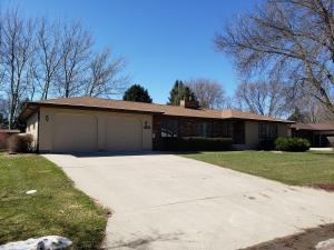 1201 Northridge Rd, Mitchell, SD 57301