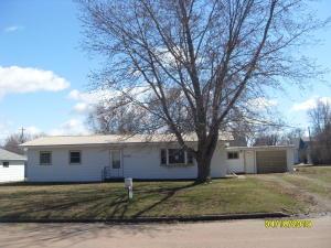 305 E Farmer Ave, Howard, SD 57349