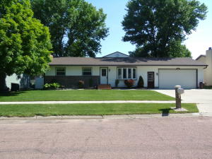 509 East 13th Ave, Mitchell, SD 57301