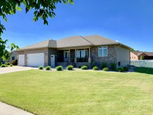 2808 Maui Dr, Mitchell, SD 57301