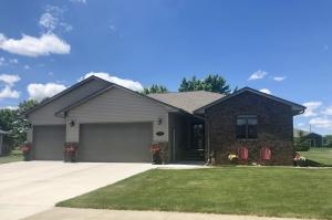 2709 Winsor Ct, Mitchell, SD 57301