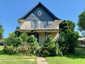 304 E 7th St, Woonsocket, SD 57385