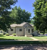 421 W 10th Ave, Mitchell, SD 57301