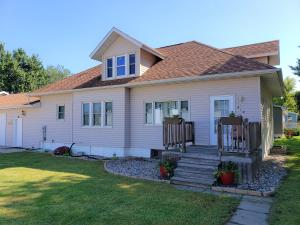 318 S 3rd St, Ethan, SD 57334