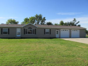611 E Commerce St, Plankinton, SD 57368