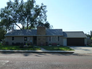 603 S 3rd St, Parkston, SD 57366