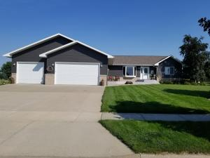 2824 Maui Dr, Mitchell, SD 57301