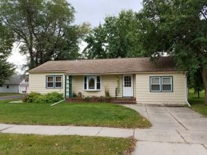 410 E Maple St, Parkston, SD 57366