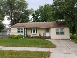 410 E Maple St, Parkston, SD 57366