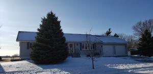 1701 Bridle Dr, Mitchell, SD 57301