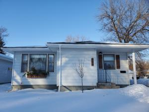 906 W 6th Ave, Mitchell, SD 57301