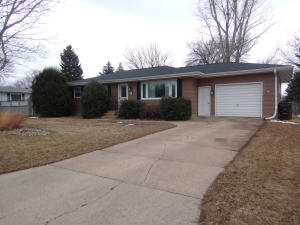 1415 E 2nd St, Mitchell, SD 57301
