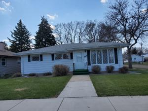 425 W 14th Ave, Mitchell, SD 57301
