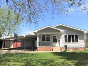 1608 Bridle Dr, Mitchell, SD 57301