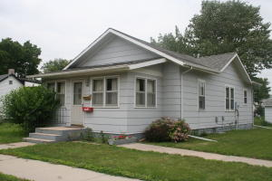 720 E 7th St, Mitchell, SD 57301