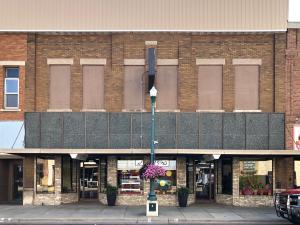 208 N Main St, Mitchell, SD 57301