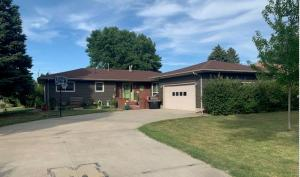 912 E 13th Ave, Mitchell, SD 57301