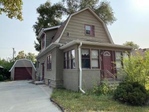 1021 E 5th Ave, Mitchell, SD 57301