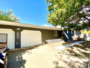 1317 Summit Dr, Mitchell, SD 57301