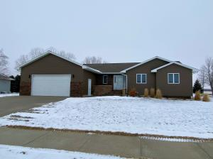2916 Maui Dr, Mitchell, SD 57301