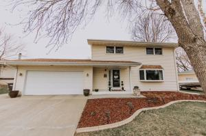 708 E 13th Ave, Mitchell, SD 57301