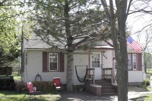 304 S Wilson St, Delmont, SD 57330