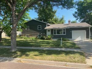 310 E 13 Ave, Mitchell, SD 57301