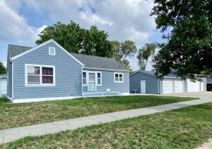 521 W 14th Ave, Mitchell, SD 57301