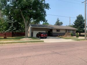 1109 N Kimball St, Mitchell, SD 57301
