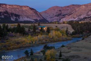 The main riverfront lodge at Sun River Ranch