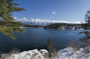 Amazing lake and mountain views!