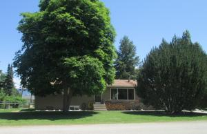 You will love the privacy afforded by the mature trees for this Hamilton Home